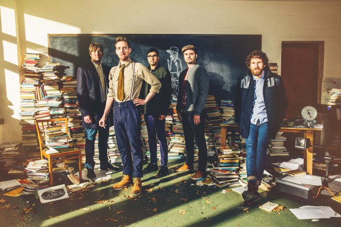 Video: Kaiser Chiefs – Falling Awake
