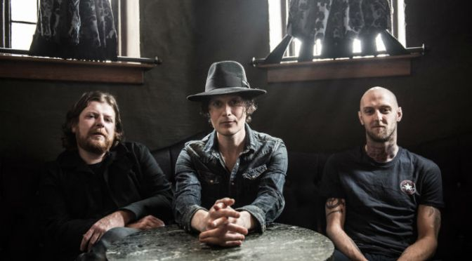The Fratellis – Stand Up Tragedy