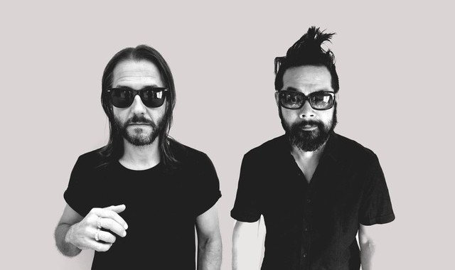 Feeder – Paperweight